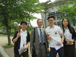 Mr Wan Tak-wing, General Manager- Assessment Development, met with the students of an international school in Seoul.