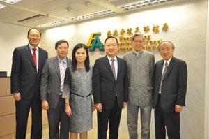 左起:秘书长唐创时博士、副主席麦志强博士、黎妙仪女士、主席陈仲尼先生、李沙仑先生及侯杰泰教授