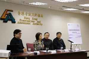 考评局国际及专业考试部总经理罗慧基博士(左二)于11月的传媒发布会简介中国民族民间舞蹈等级考试。